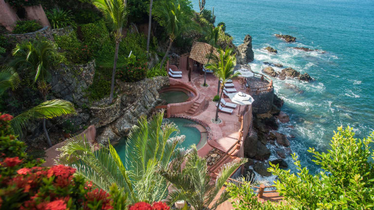 Step Up Your Mexican Getaway Game with an Exclusive Stay at La Casa Que Canta