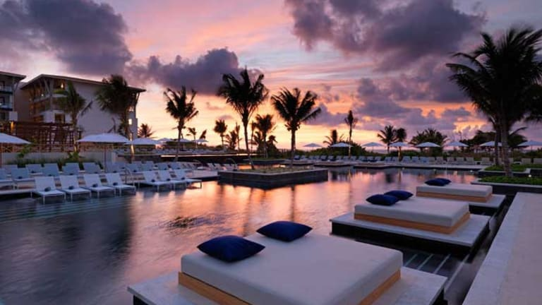 UNICO 20°87° Bridges the All-Inclusive Gap Between Luxury and Local Culture