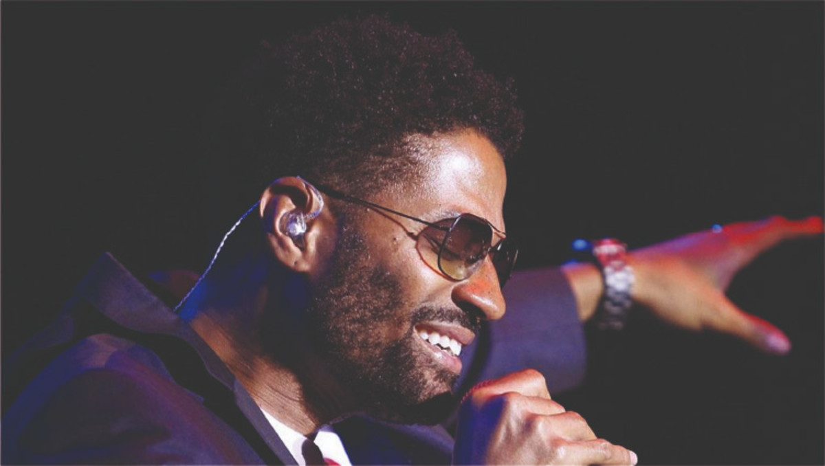 Eric Benét performs